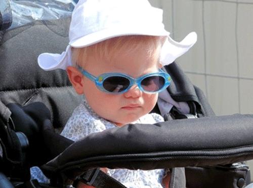 赤ちゃんとベビーカーの写真
