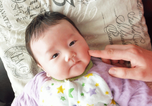赤ちゃんのほっぺ