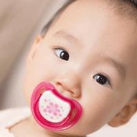 赤ちゃんとおしゃぶりのかわいい画像