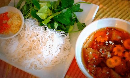 ベトナム料理ブンチャーの全体の画像